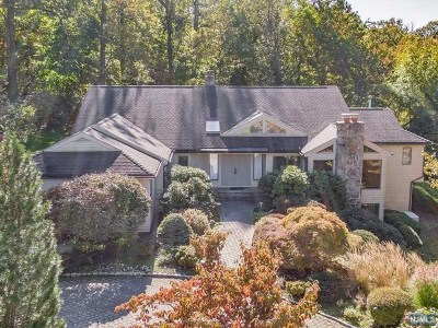 Cresskill Single Family Home For Sale: 15 Johnson Court