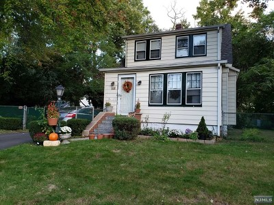 Paramus Single Family Home For Sale: 42 Mackay Avenue