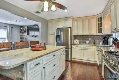 Totowa Single Family Home For Sale: 20 Barnert Avenue
