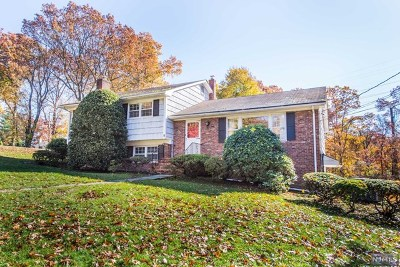 Essex County Single Family Home For Sale: 8 Eton Drive
