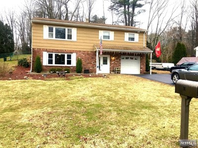 West Milford Single Family Home For Sale: 74 Hunterdon Place