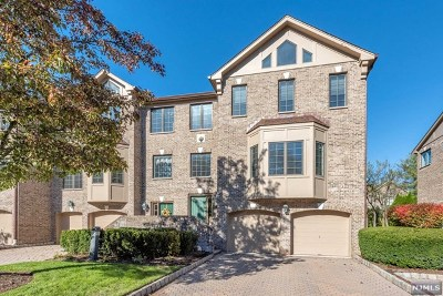 Saddle River Condo/Townhouse For Sale: 15 Sherbrooke Court