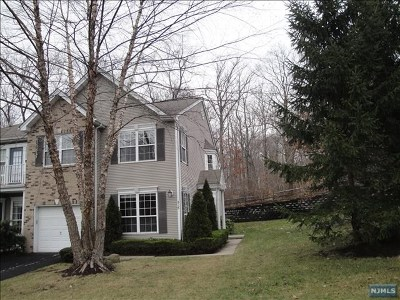 Mahwah Condo/Townhouse For Sale: 516 Green Mountain Road #516