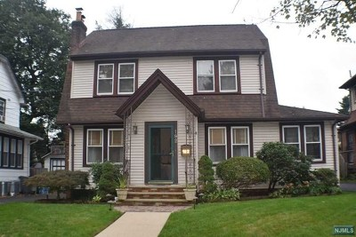 Teaneck Single Family Home For Sale: 192 Grayson Place