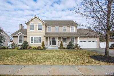 Pompton Lakes Single Family Home For Sale: 239 Willow Avenue