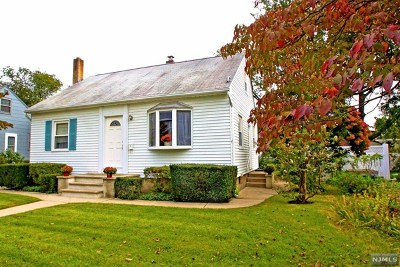 Fair Lawn Single Family Home For Sale: 31-10 Norwood Drive
