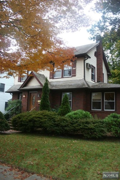 Teaneck Single Family Home For Sale: 200 Carlton Terrace