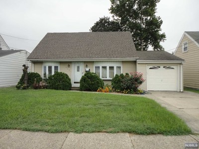 Saddle Brook Single Family Home For Sale: 138 Colonial Avenue
