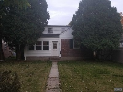 Teaneck Single Family Home For Sale: 1480 Champlin Square