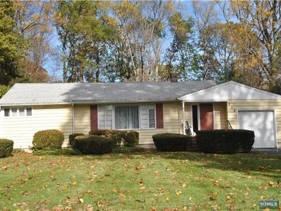 Wyckoff Single Family Home For Sale: 518 Helena Avenue