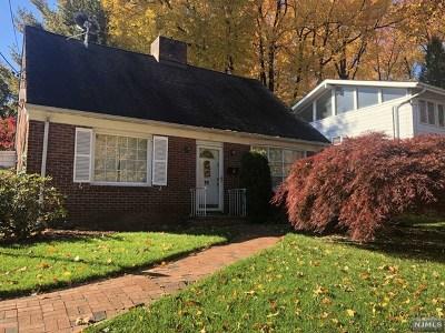 Teaneck Single Family Home For Sale: 76 Elizabeth Avenue