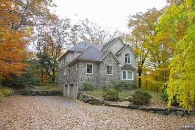 Passaic County Single Family Home For Sale: 550 Warwick Turnpike