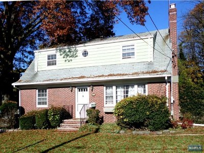 Teaneck Single Family Home For Sale: 81 Amsterdam Avenue