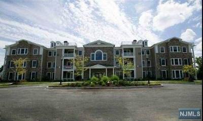 Cresskill Condo/Townhouse For Sale: 5 Tenakill Park Drive #211