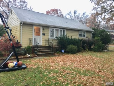 Paramus Single Family Home For Sale: 838 Alden Road