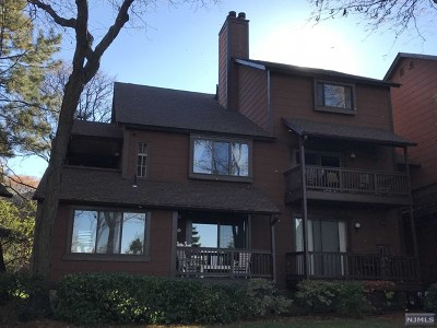 Secaucus Condo/Townhouse For Sale: 215 Sandcastle Key