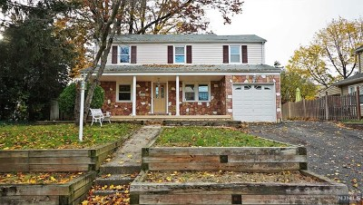 Bergenfield Single Family Home For Sale: 78 North Stoughton Street