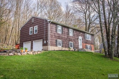 West Milford Single Family Home For Sale: 102 Wesley Drive