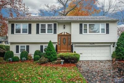 Waldwick Single Family Home For Sale: 62 Schuler Avenue