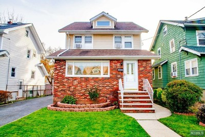 Teaneck Single Family Home For Sale: 290 Highwood Street