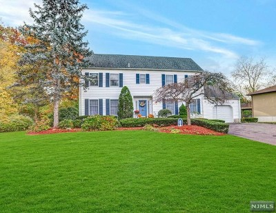 Paramus Single Family Home For Sale: 7 Bluebell Court