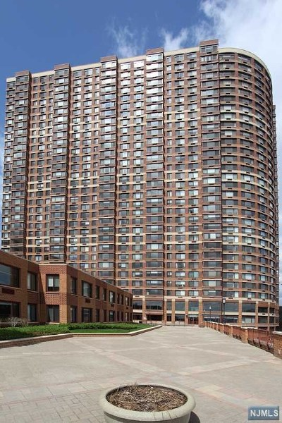 Fort Lee NJ Condo/Townhouse For Sale: $329,880
