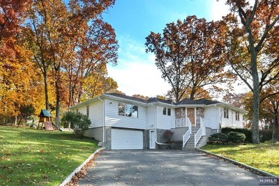 Woodcliff Lake Single Family Home For Sale: 2 Hillcrest Road