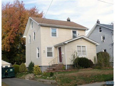 Teaneck Single Family Home For Sale: 153 Selvage Avenue