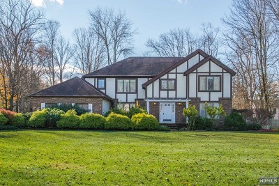 Morris County Single Family Home For Sale: 2 Sherbrooke Drive