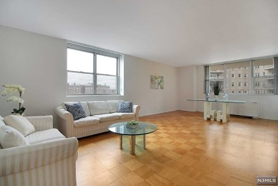 West New York Condo/Townhouse For Sale: 6040 Boulevard East #3h