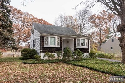 Woodcliff Lake Single Family Home For Sale: 6 Evergreen Street