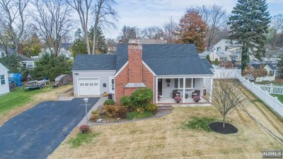 Passaic County Single Family Home For Sale: 13 Chapel Place