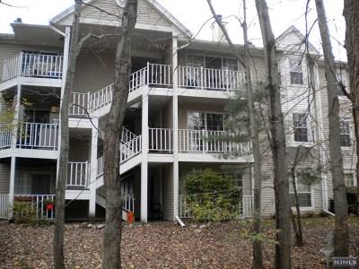 Bergen County Condo/Townhouse For Sale: 129 Raintree Lane