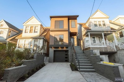Hudson County Condo/Townhouse For Sale: 152 Beach Street #1
