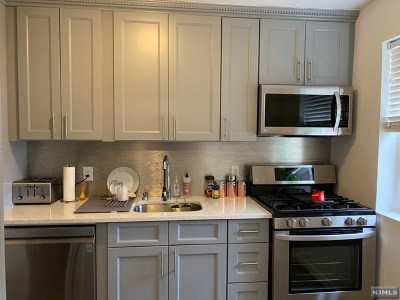 Teaneck Condo/Townhouse For Sale: 1476 West Terrace Circle #1