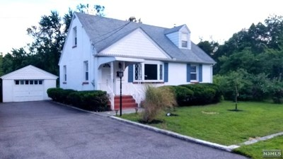 Mahwah Single Family Home For Sale: 136 Catherine Avenue