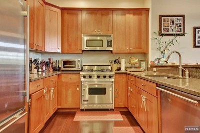 North Bergen Condo/Townhouse For Sale: 7400 River Road #108
