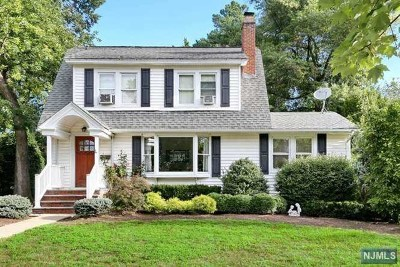 Oradell Single Family Home For Sale: 686 Oradell Avenue