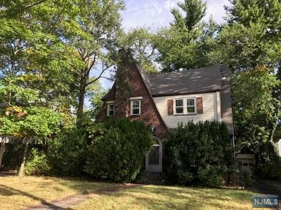 Teaneck Single Family Home For Sale: 491 Claremont Avenue