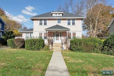 Teaneck Single Family Home For Sale: 61 Oakdene Avenue