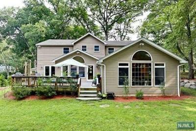 Bergen County Single Family Home For Sale: 554 Bernita Drive