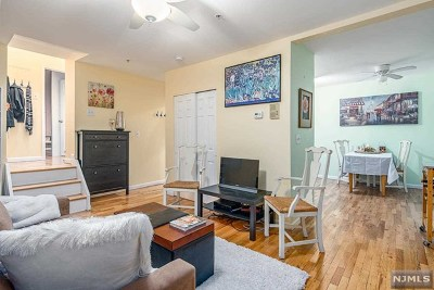 Jersey City Condo/Townhouse For Sale: 440 Jersey Avenue #2r (2a)