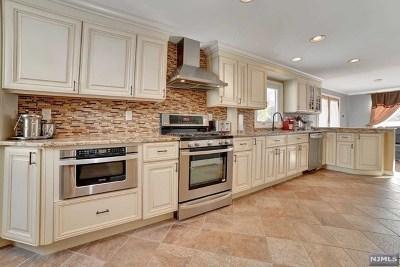 Waldwick Single Family Home For Sale: 15 Salrit Avenue