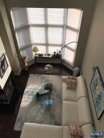 Condo/Townhouse For Sale: 307 Chase Court
