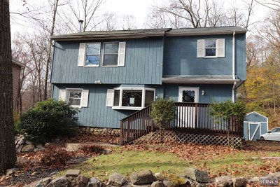 West Milford Single Family Home For Sale: 13 Clubhouse Avenue