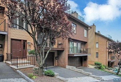 Edgewater Condo/Townhouse For Sale: 19 Yorkview Drive #19
