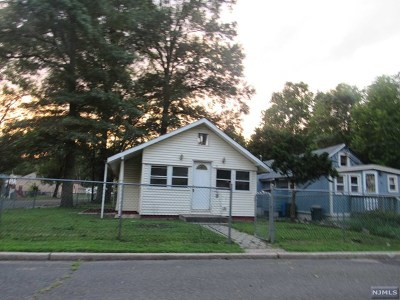 Oakland Single Family Home For Sale: 37 Riverside Drive