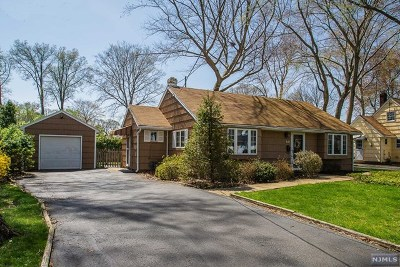 Wyckoff NJ Single Family Home For Sale: $399,000