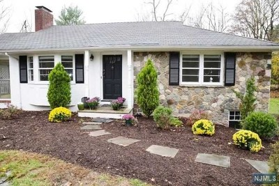 Upper Saddle River NJ Single Family Home For Sale: $485,000