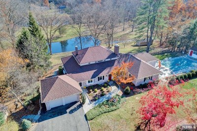 Mahwah Single Family Home For Sale: 87 Deerhaven Road